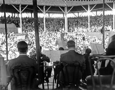 Paul Whiteman conducting