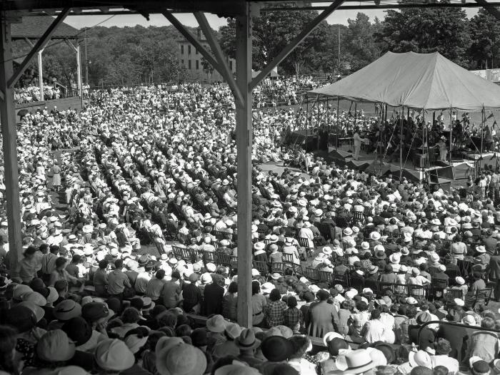 Crowd at Ramona Park