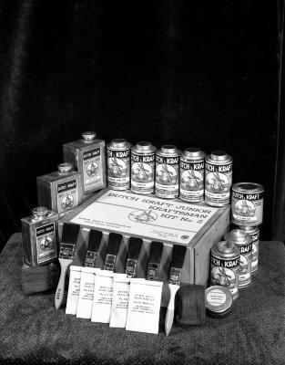 Dutch Kraft paint display
