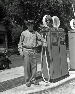 Gulf Service Station Manager, Fulton & Diamond