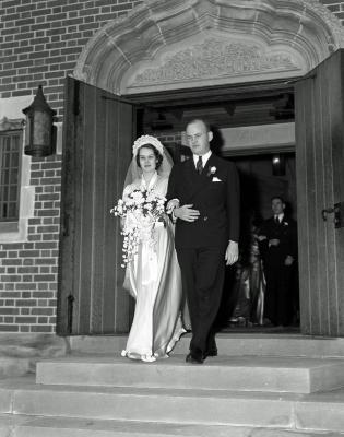 Mr & Mrs J.P. Mapes leaving Klise Chapel after wedding