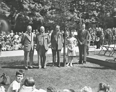 East Grand Rapids School, tree dedication