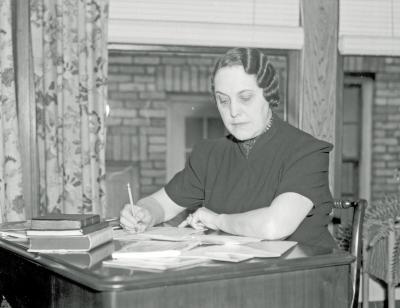 Mrs. Earl Munshaw