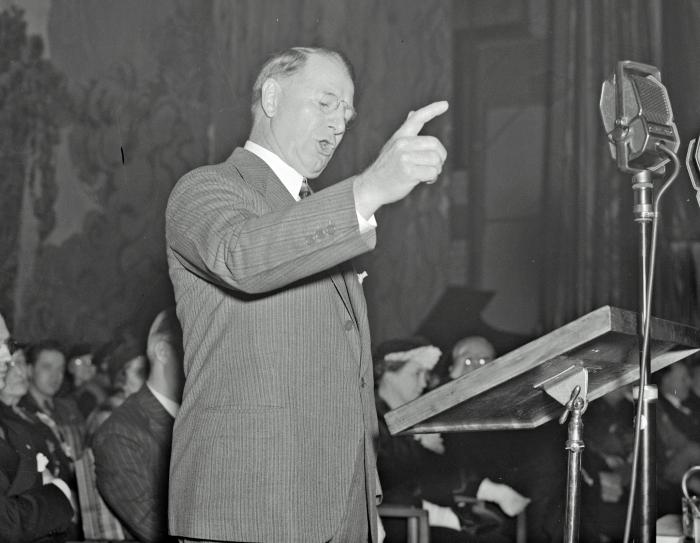 Col. Knox, speaking and with groups