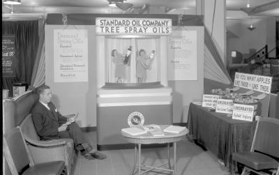 Standard Oil Co., Display at Apple Show