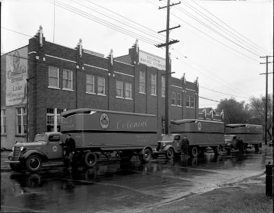 Colonial Bakery Co trucks