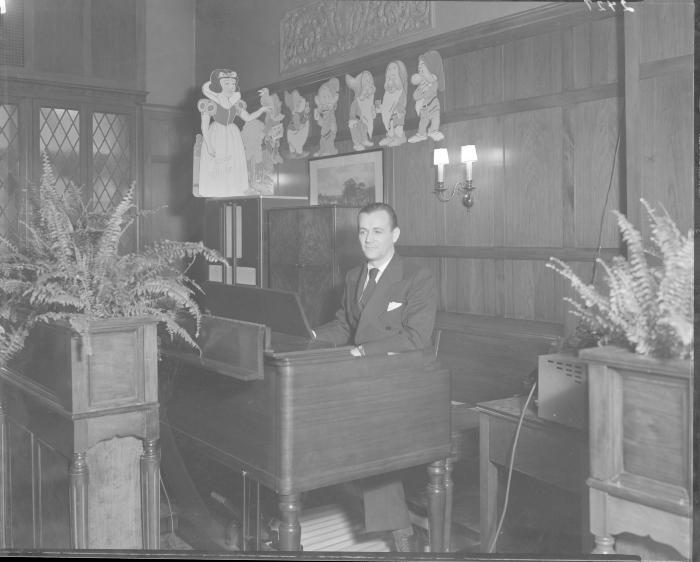 Rowe Hotel Organist