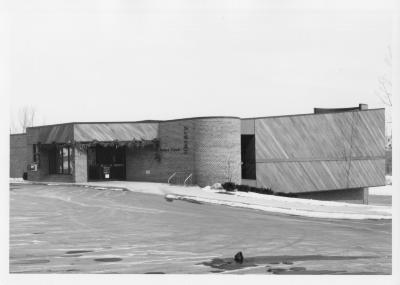 Yankee Clipper exterior, original building