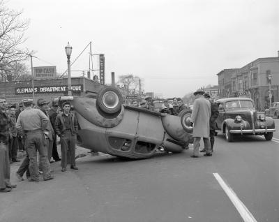 Accident, 400 block Division S