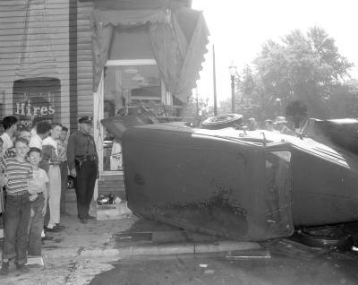 Accident, Oakdale at Eastern SE