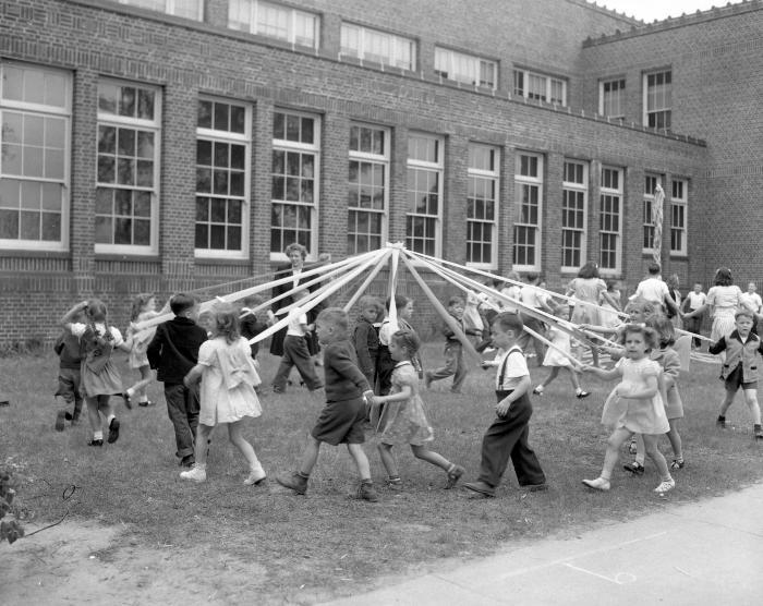 Alger School, Maypole dance