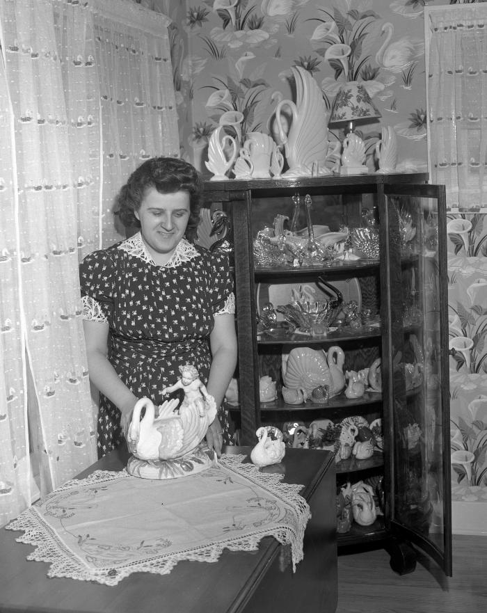 Mrs. Alfred Alderink, collects swans