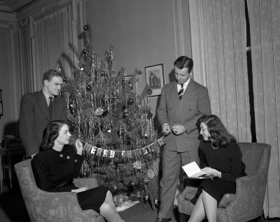 Allen and Schoor, Christmas Tree