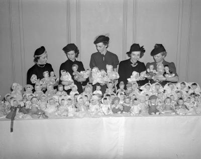 Alpha Chapter, Grand Rapids Junior Womens Club, Dolls for Santa Girls