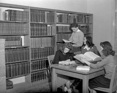 Aquinas College, library interior