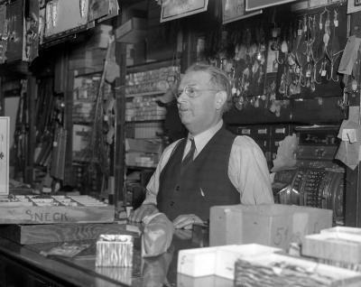 Baisch Brothers Sport Store, robber and police chief