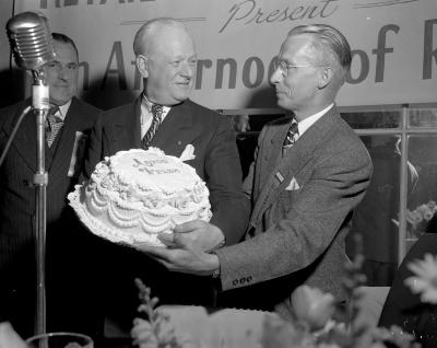 Bakers' Convention, cake for Mayor Welsh