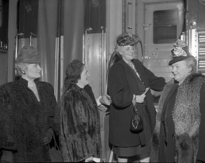 Barnes, Mrs. Ray, Leaving for Detroit