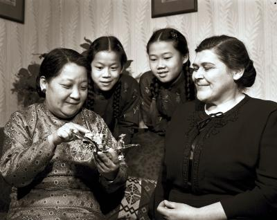 Chinese visitors at Kalsbeek home