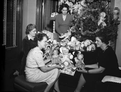Herald Santa Claus Girls