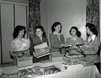 Italian Society wrapping gifts for soldiers