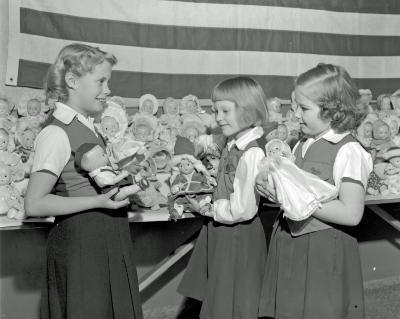 Campfire Girls, Aberdeen School, dolls for Santa Claus Girls