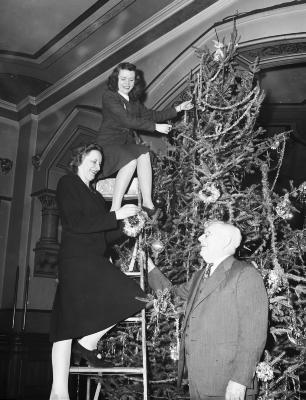 Grand Rapids City Hall, Christmas