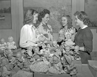 Herald Santa Claus Girls, doll winners