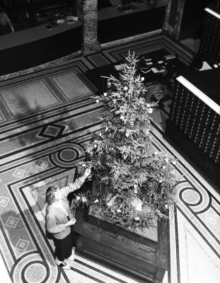 Christmas tree at Grand Rapids Public Library