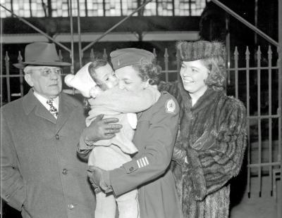 Army Nurse, family at Depot
