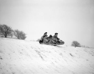 Snow, skating and tobbaggoning [tobogganing]