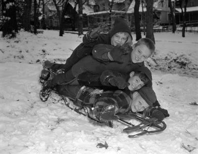 Snow, kids sliding