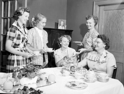 Thomasma, Mrs. Tom, four ladies at tea